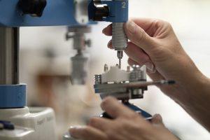 Präzisionsarbeit im Dentallabor der Zahnärzte Korschenbroich Dr. Boeger Dr. Hoppe
